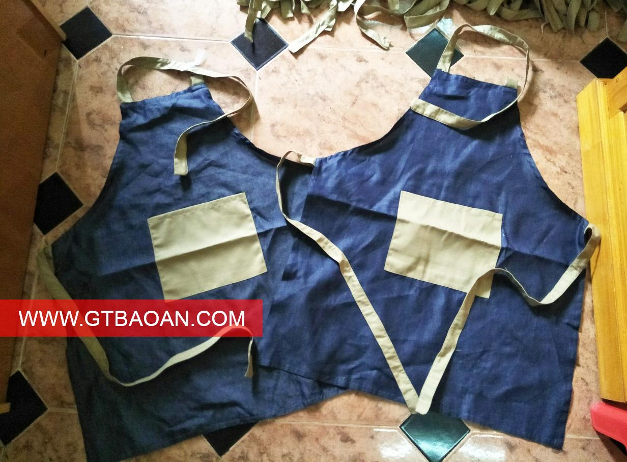 Mẫu tạp dề jean làm đồng phục nhân viên