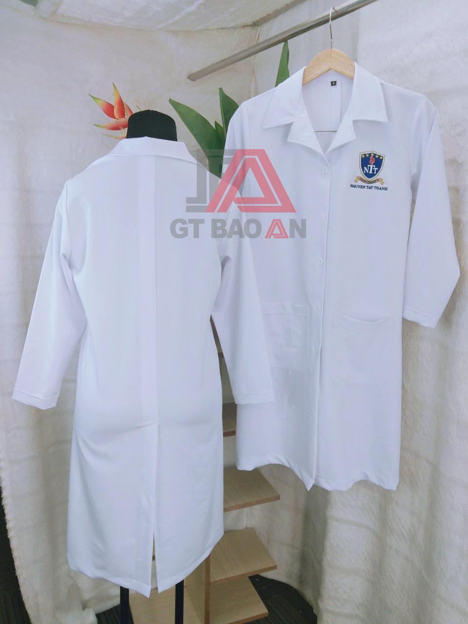 Áo blouse trắng trường Nguyễn Tất Thành