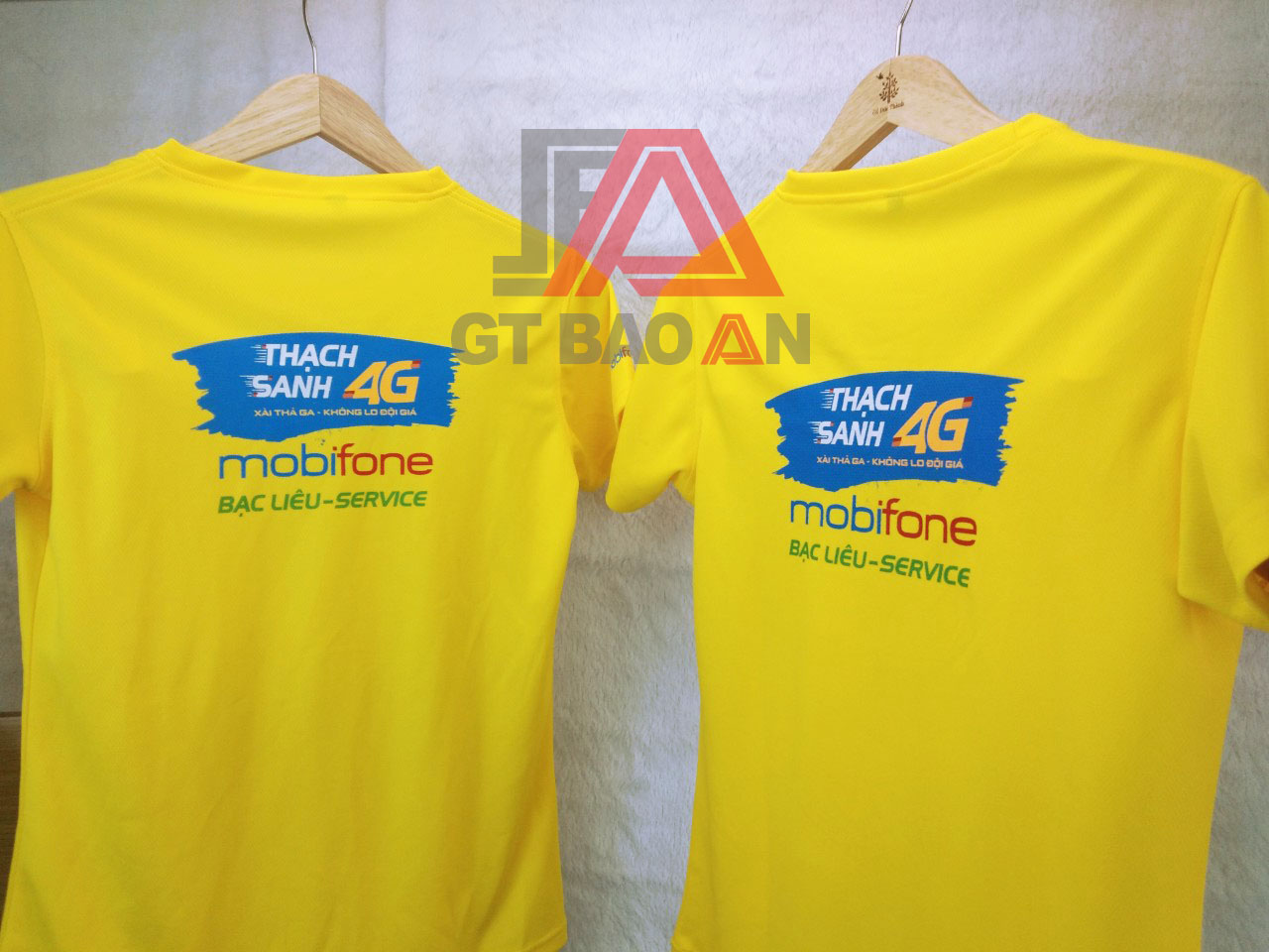 Áo thun nhân viên cửa hàng Mobifone Bạc Liêu